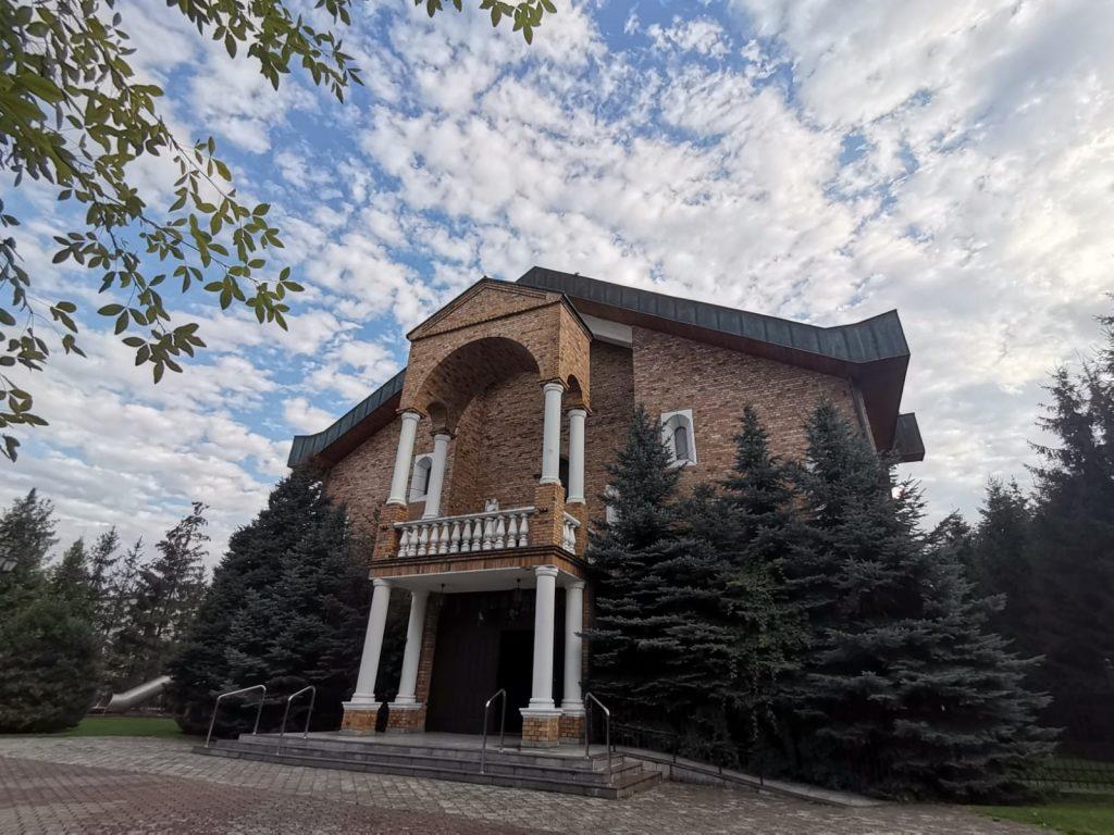01)Kościół z zew. (1)