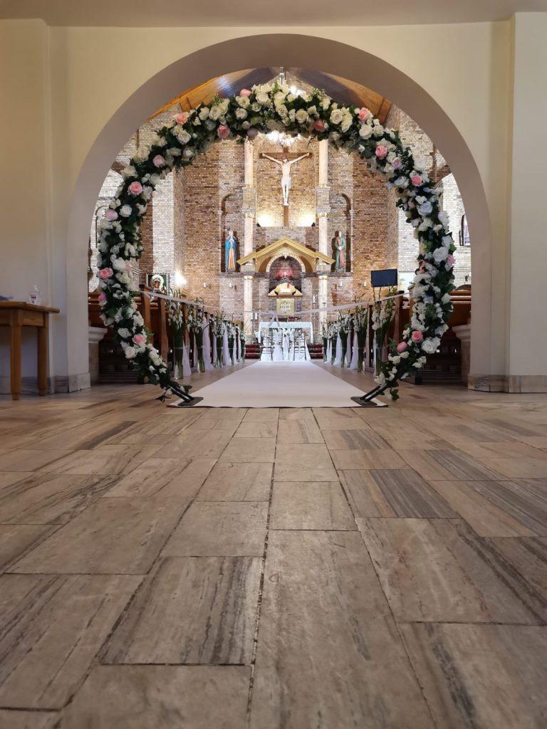 22)Dekoracja ślubna w kościele (7)