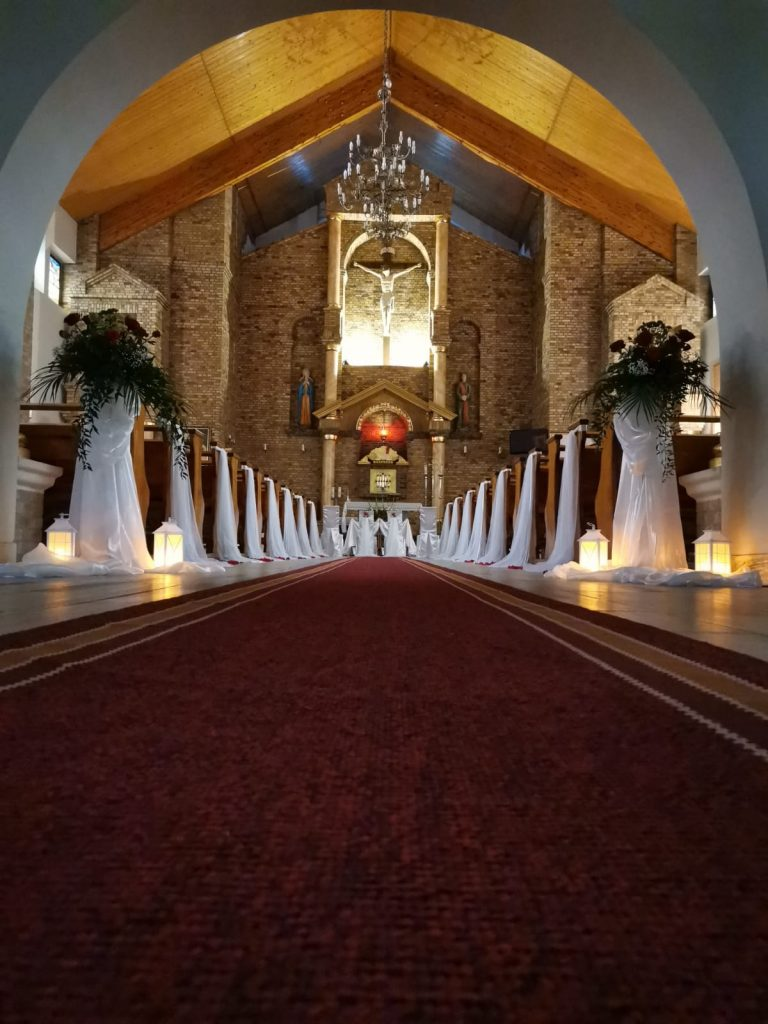 23)Dekoracja ślubna w kościele (3)