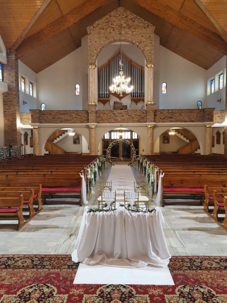 32)Dekoracja ślubna w kościele (6)