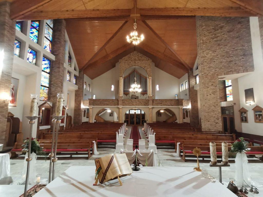 33)Dekoracja ślubna w kościele (8)
